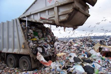 Tipping waste at a landfill site